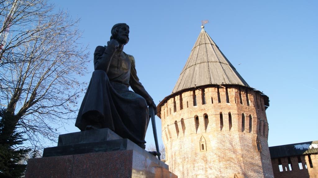 Громовая башня и памятник Фёдору Коню